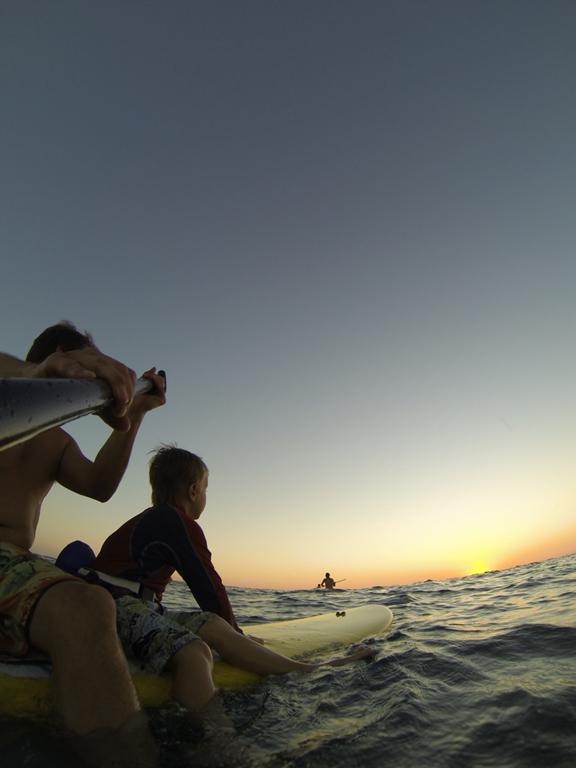 SUP Sunset Session en famille avec Centro SUP Mexico Photo : Hugo Lavictoire