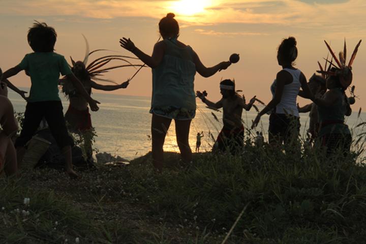 Rituel pour la pleine lune à Punta Cometa Photo : Kristine Choinière