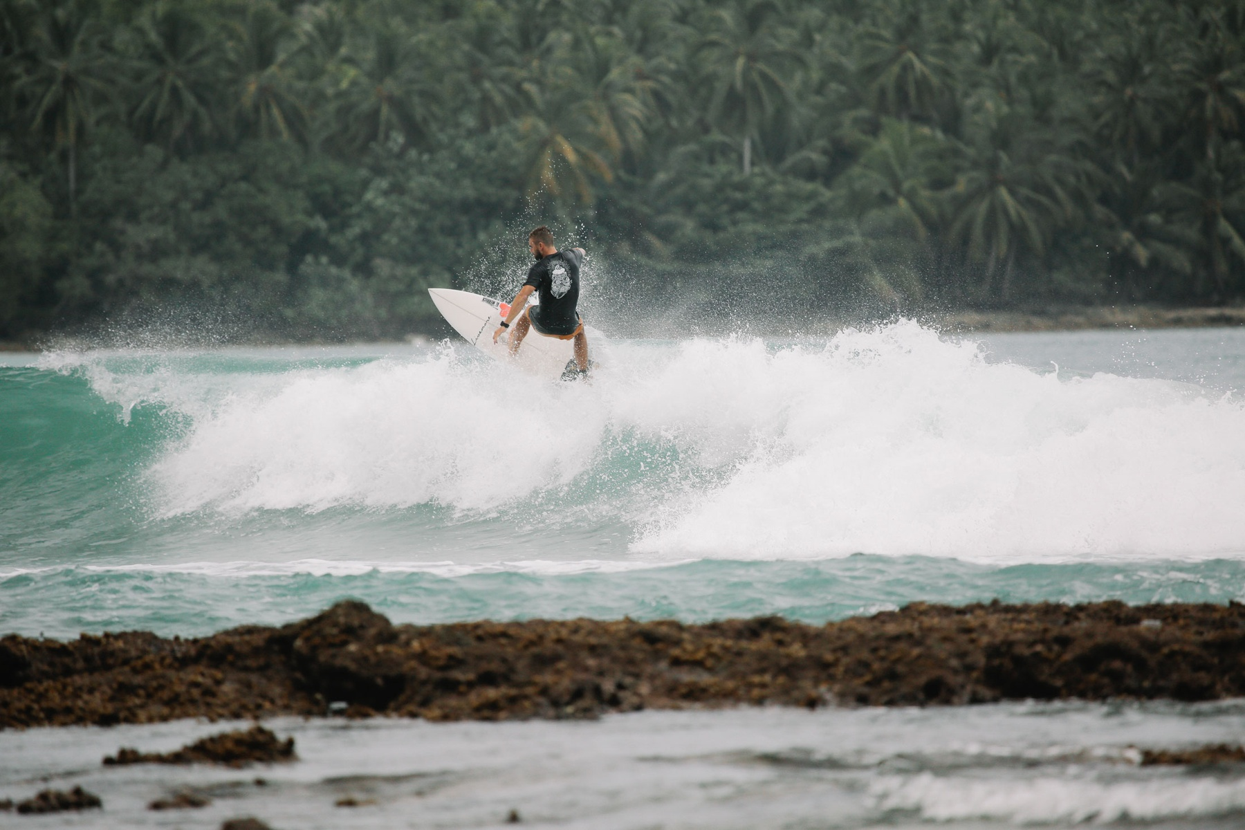 Barefoot Surf Travel Indonesia alexandre vassilatos surf Mentawai surf camp bali indonesie