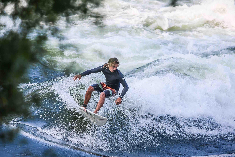 River Surfing - Mike Hitelman, Montréal, Québec