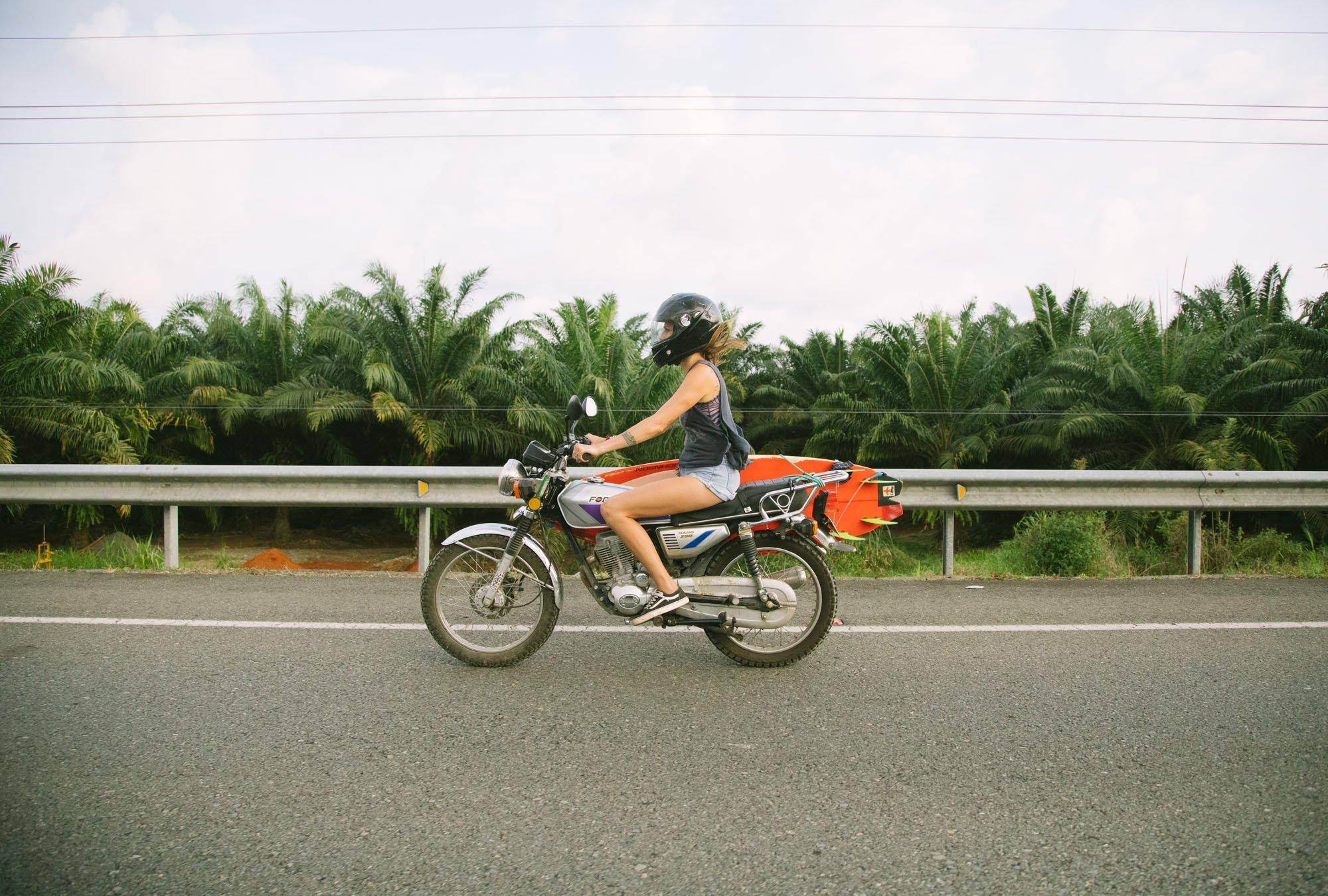 ouisurf julie vigneault moto surf costa rica